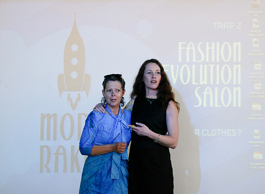 Map Renes en Andrea Schuttevaer fashion-revolution-salon_frisgroen
